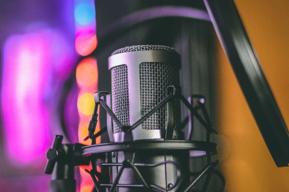 7 Steps To Promote Your Brand With Podcasting